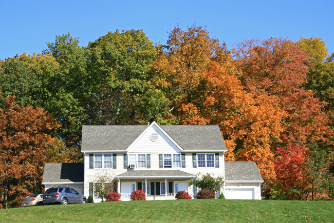 fall_trees_changing_colors_in_front_of_house_lawn
